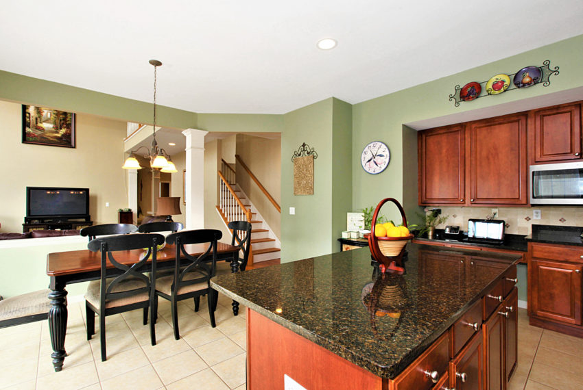 012_Kitchen & Breakfast Area