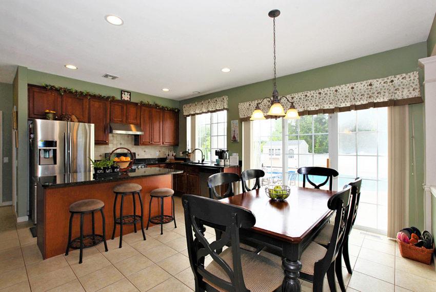013_Kitchen & Breakfast Area